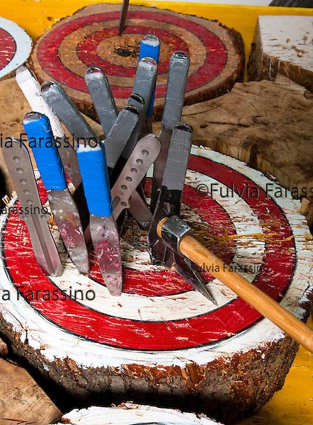 Milano,  palestra Sporting Club Leonardo De Vinci,<br />  Lanciatori di coltelli