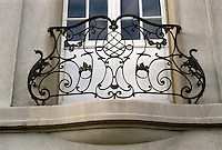 Frankfurt: Baroque railing in the shape of a music stand on house at Ludolfusstr in Bockenheim district. Photo '87.