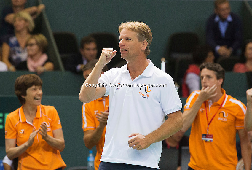 Switserland, Genève, September 19, 2015, Tennis,   Davis Cup, Switserland-Netherlands, Doubles: Captain Jan Siemerink reacts<br /> Photo: Tennisimages/Henk Koster