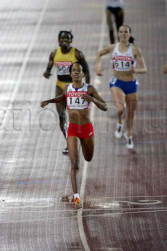 9 August 2005:  Cuban runner Zulia Calatayud (CUB) crosses the line to win the Women's 8oom Final at the IAAF World Athletics Championships, held in the Olympic Stadium, Helsinki, Finland Photo: Glyn Kirk/actionplus...050809  woman women female athlete distance runner