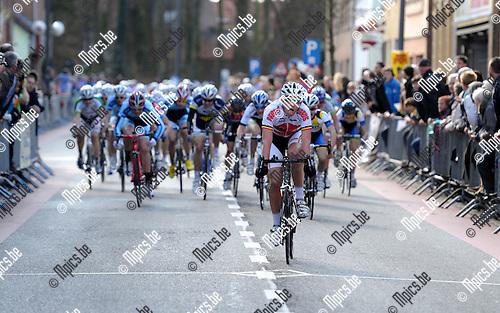 2012-03-11 / Wielrennen / seizoen 2012 / Nieuwelingen Essen / Enzo Wouters won de spurt voor de tweede plaats...Foto: Mpics.be