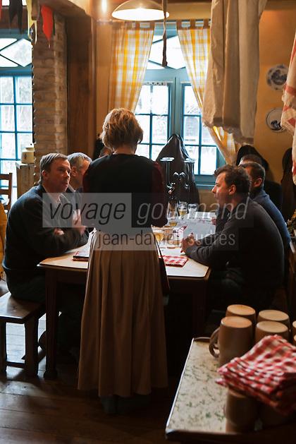 Europe/France/Nord-Pas-de-Calais/59/Nord/Bergues: Service à l' Estaminet: Le Bruegel
