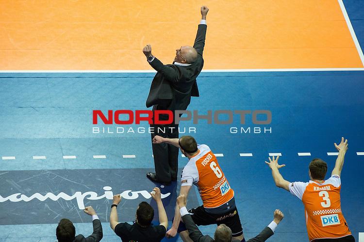 29.03.2015, Unter den Linden, Berlin<br /> Volleyball, 2015 CEV Volleyball Champions League, Final Four, Spiel Platz 3/4, BR Volleys (GER) vs. PGE Skra Belchatow (POL)<br /> <br /> Jubel Mark Lebedew (Trainer / Coach Berlin), Felix Fischer (#6 Berlin), Robert Kromm (#3 Berlin) nach Matchball / Sieg<br /> <br />   Foto &copy; nordphoto / Kurth