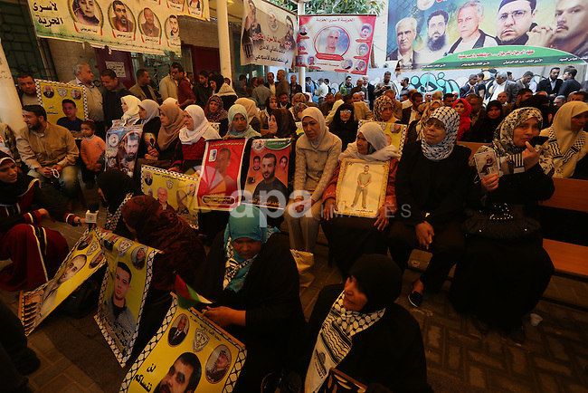 Palestinians take part in a protest demanding release the prisoners in Israeli jails, in front of Red cross office, in Gaza city, on April 4, 2016. Photo by Mohammed Asad