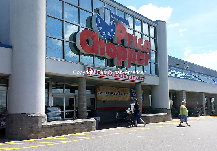 TORRINGTON, CT - 19 AUG 2014 -- Price Chopper in Torrington is slated to undergo a total makeover, inside and out, as the grocery store updates its image. Alec Johnson/ Republican-American