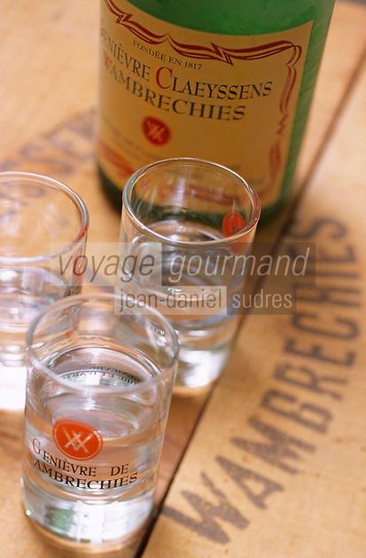 Europe/France/59/Nord/Env de Lille/Wambrechies: Distillerie Claeyssens datant de 1817 - Verre et Bouteille de Genièvre - Geniévre de Flandre et d'Artois