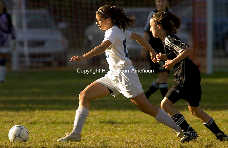 OXFORD, CT- 23 SEPTEMBER 2008 --092308JS08--Oxford's Leah Suto (13) controls the ball while being guarded by Joel Barlow's Lilly Creighton (15) during their game Tuesday at Oxford Glen. <br /> Jim Shannon / Republican-American