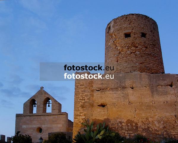 Church &quot;Our Lady of Good Hope&quot; and tower Miquel d'en Nunis (12th - 14th century) of the Capdepera Castle<br /> <br /> Iglesia &quot;Nuestra Se&ntilde;ora de la Esperanza&quot; (cat.: Nostra Senyora de la Esperan&ccedil;a) y Torre de'n Miguel Nunis en el Castillo de Capdepera<br /> <br /> Kirche &quot;Unsere Frau der guten Hoffnung&quot; und Miguel-Nunis-Turm (10.-12. Jh.) der Burg von Capdepera<br /> <br /> 2272x1825 px