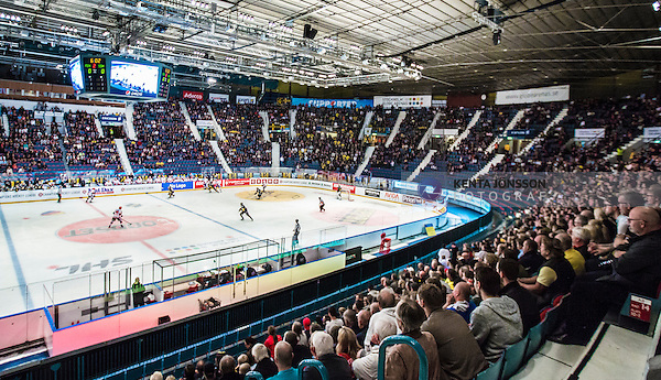 Stockholm 2014-09-11 Ishockey Hockeyallsvenskan AIK - S&ouml;dert&auml;lje SK :  <br /> Vy &ouml;ver Hovet med publik p&aring; l&auml;ktarna under matchen mellan AIK och S&ouml;dert&auml;lje<br /> (Foto: Kenta J&ouml;nsson) Nyckelord:  AIK Gnaget Hockeyallsvenskan Allsvenskan Hovet Johanneshovs Isstadion S&ouml;dert&auml;lje SK SSK inomhus interi&ouml;r interior supporter fans publik supporters