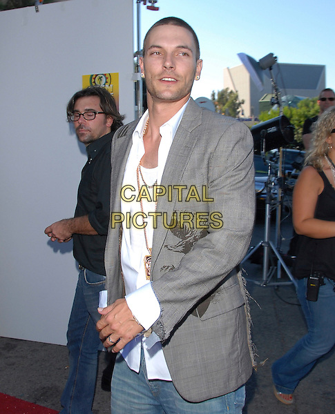 KEVIN FEDERLINE.At The 2006 Teen Choice Awards - Arrivals, .held at The Universal Ampitheatre in Universal City, California, USA, August 20th 2006..half length grey ripped libertine jacket white shirt.Ref: DVS.www.capitalpictures.com.sales@capitalpictures.com.©Debbie VanStory/Capital Pictures