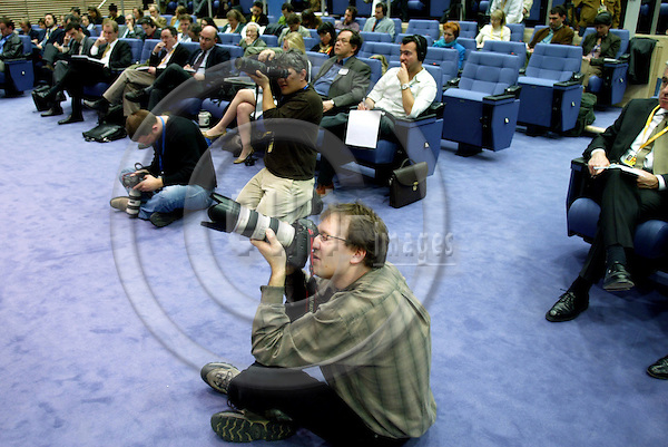 BRUSSELS - BELGIUM - 21 MARCH 2005 --Press Photographers taking pictures during a press conference at the European Commission at the daily midday briefing. .--  PHOTO: ERIK LUNTANG / EUP-IMAGES