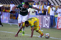 NEIVA -HUILA-COLOMBIA, 24-07-2016. Mateo Figoli (Der.) disputa el balón  contra  Juan Quintero  (Izq.) del Cali  durante encuentro  por la fecha 5 de la Liga Aguila II 2016 disputado en el estadio Guillermo Plazas Alcid./ Mateo Figoli (R) player of Huila  fights the ball against  of  Juan Quintero (L)  del  Cali  during match for the date 5 of the Aguila League II 2016 played at Guillermo Plazas Alcid  stadium . Photo:VizzorImage / Sergio Reyes  / Contribuidor