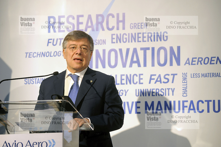 - Avio Aero, azienda ad alta tecnologia specializzata nella produzione di componenti aeronautiche con l'ausilio di macchine stampanti  3D; Flavio Zanonato, ministro per lo Sviluppo Economico, inaugura l'impianto di Cameri (Novara)<br />