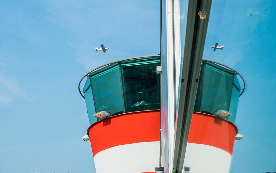 Nederland, Lelystad,  20171018  <br /> Verkeerstoren van vliegveld Lelystad. Het vliegveld wordt verbouwd tot vakantieluchthaven om Schiphol te ontlasten.<br /> Photo: Til &amp; Wijnbergh