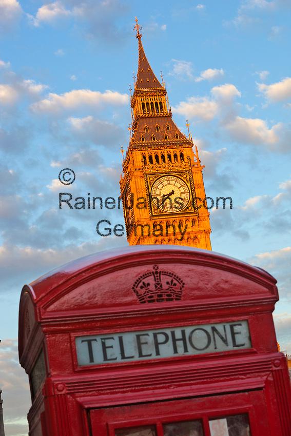 United Kingdom, England, London: Telephone box and Big Ben in Parliament Square | Grossbritannien, England, London: rote Telefonzelle am Parliament Square mit Big Ben