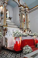 RIO DE JANEIRO, RJ, 18.04.2014 - SEXTA-FEIRA DA PAIXAO - Missa em homenagem a semana santa na Paroquia de Nossa Senhora de Loreto na regiao oeste do Rio de Janeiro, nesta sexta-feira, 18. (Foto: Marcus Victorio / Brazil Photo Press).