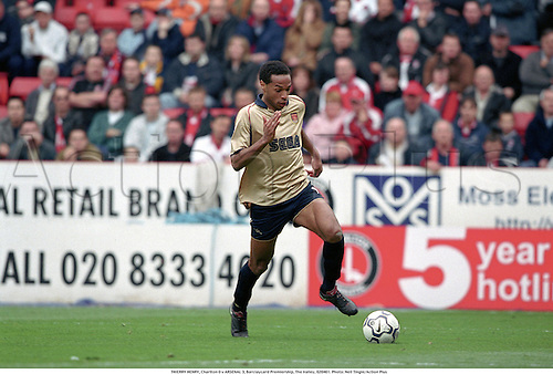 THIERRY HENRY, Charlton 0 v ARSENAL 3, Barclaycard Premiership, The Valley, 020401. Photo: Neil Tingle/Action Plus...2002.association football.soccer.club clubs.english premier league