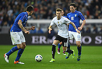 FUSSBALL INTERNATIONAL TESTSPIEL IN DER ALLIANZ ARENA MUENCHEN Deutschland - Italien    29.03.2016  Marco Reus (Mitte, Deutschland) enteilt Riccardo Montolivo (re, Italien)