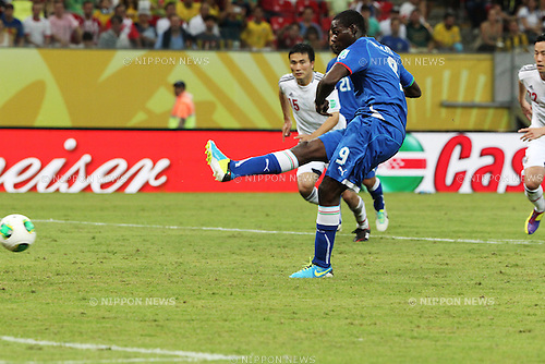 Mario Balotelli (ITA),<br /> JUNE 19, 2013 - Football / Soccer :<br /> Mario Balotelli of Italy scores his team's third goal from the penalty spot during the FIFA Confederations Cup Brazil 2013 Group A match between Italy 4-3 Japan at Arena Pernambuco in Recife, Brazil. (Photo by Toshihiro Kitagawa/AFLO)
