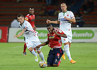 MEDELLÍN -COLOMBIA-08-04-2015. Didier Moreno (Der) jugador de Independiente Medellín disputa el balón con Leonardo Pico (Izq) jugador de Patriotas FC durante partido por la fecha 14 de la Liga Águila I 2015 jugado en el estadio Atanasio Girardot de la ciudad de Medellín./ Didier Moreno (R) player of Independiente Medellin fights for the ball with Leonardo Pico (L) player of Patriotas FC during the match for the  14th date of the Aguila League I 2015 at Atanasio Girardot stadium in Medellin city. Photo: VizzorImage/León Monsalve/STR