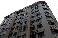 SÃO PAULO, SP, 10 DE FEVEREIRO DE 2012 - PREDIO REINTEGRAÇÃO POSSE  - Prédio , na esquina da Rua Vitória com a Conselheiro Nébias, onde, ontem, 09, houve reintegração de posse e a retirada de famílias que habitavam o imóvel. FOTO: ALEXANDRE MOREIRA - NEWS FREE.