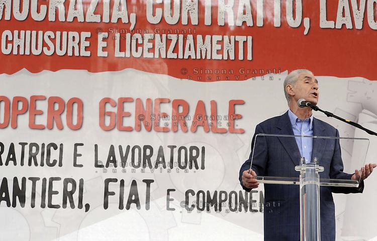 Roma, 21 Ottobre 2011.Piazza del Popolo.Manifestazione della Fiom per il Lavoro , la Democrazia , contro i Licenziamenti..Stefano Rodotà