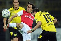 FUSSBALL   CHAMPIONS LEAGUE   SAISON 2011/2012  Borussia Dortmund - Arsenal London        13.09.2001 Yossi BENAYOUN (li, Arsenal) gegen Kevin GROSSKREUTZ (re, Dortmund)