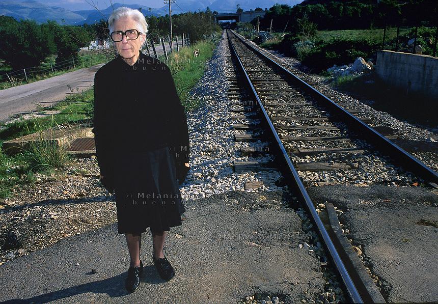 Felicia Impastato in the place where her son Peppino was found killed by mafia, Cinisi, Palermo.<br /> <br /> Felicia Impastato nel luogo in cui fu trovato il corpo del figlio Peppino, assassinato dalla mafia, Cinisi, Palermo.