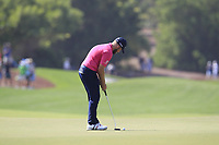 Tyrrell Hatton (ENG) on the 9th green during the final round of the DP World Tour Championship, Jumeirah Golf Estates, Dubai, United Arab Emirates. 18/11/2018<br /> Picture: Golffile | Fran Caffrey<br /> <br /> <br /> All photo usage must carry mandatory copyright credit (© Golffile | Fran Caffrey)