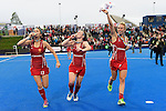 ENG - London, England, August 30: Players of England celebrate their victory at the EuroHockey 2015 after winning the final against The Netherlands 2-2 (3-1 SO) on August 30, 2015 at Lee Valley Hockey and Tennis Centre, Queen Elizabeth Olympic Park in London, England.  (Photo by Dirk Markgraf / www.265-images.com) *** Local caption *** (l-r) Sam QUEK #13 of England, Laura UNSWORTH #4 of England, Susannah TOWNSEND #9 of England