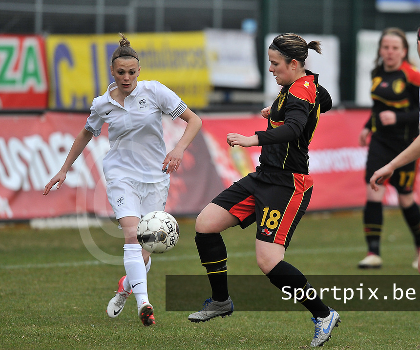 France U19 - Belgium U19 : Maria Laura Aga Martinez (right) in a duel with Faustine Robert (left).foto DAVID CATRY / Nikonpro.be
