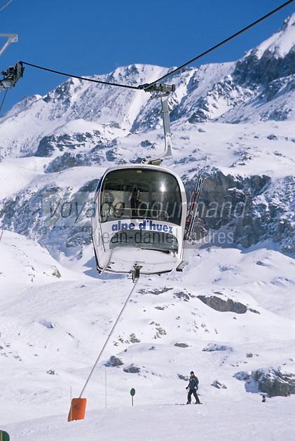Europe/France/Rhône-Alpes/38/Isère/l'Alpe-d'Huez: Télécabine des Grandes Rousses à 2100m en fond les sommets du massif des Grandes Rousses