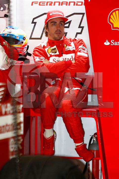 SHANGAI, CHINA, 19.04.2014 - GP DA CHINA - TREINO CLASSIFICATORIO - O piloto espanhol Fernando Alonso da equipe Ferrari durante o treino classificatório para o Grande Prêmio da China de Fórmula 1 no Circuito Internacional de Xangai, neste sábado(19). Hamilton ficou com a pole position com o tempo de 1min53s860 (Foto: Pixathlon / Brazil Photo Press).