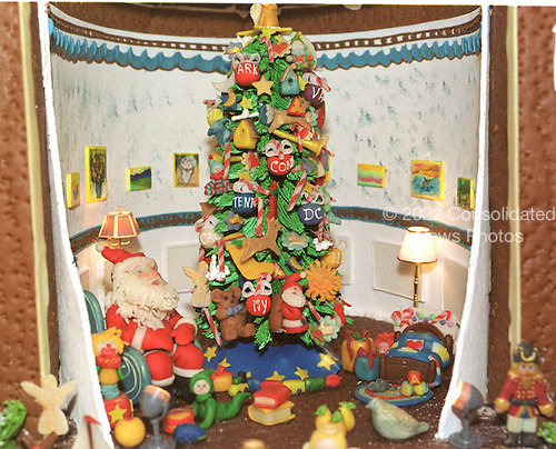 "Washington, DC - December 4, 2000 -- Detail of ""The Blue Room"" inside the traditional gingerbread house in the State Dining Room of the White House in Washington, D.C. on December 4, 2000..Credit: Ron Sachs - CNP"