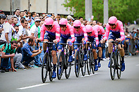 MEDELLIN - COLOMBIA, 12-02-2019: Team EF Education First - DRAPAC durante la etapa primera etapa, contrarreloj por equipos de 14 Km, como parte del Tour Colombia 2.1 2019 que se corrió por las calles de la ciudad de Medellín. / Team EF Education First - DRAPACduring the first stage,  time trial by teams of 14 km, as part of Tour Colombia 2.1 2019 that ran through the streets of Medellin.  Photo: VizzorImage / Anderson Bonilla / Cont