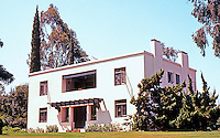 Irving Gill: Russell C. Allen Residence, 1907. 4094 Old Orchard Lane, Bonita, CA. Arts & Crafts style. Photo 2000.