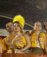 RIO DE JANEIRO, RJ, 07 DE MARÇO 2011 - CARNAVAL RJ / VILA ISABEL - Lucas Lima, Sandy e Fernanda Fernandes durante desfile  Vila Isabel, no primeiro dia de Desfile das Escolas de Samba do Grupo Especial do Rio de Janeiro, na Marquês de Sapucaí (Sambódromo), no centro do Rio de Janeiro, na madrugada desta segunda-feira. (FOTO: VANESSA CARVALHO / NEWS FREE).