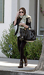 Mary kate OLSEN DIE'S HER HAIR BROWN AT THE NEIL GEORGE SALON IN BEVERLY HILLS ON  10-23-06 EXCLUSIVE.