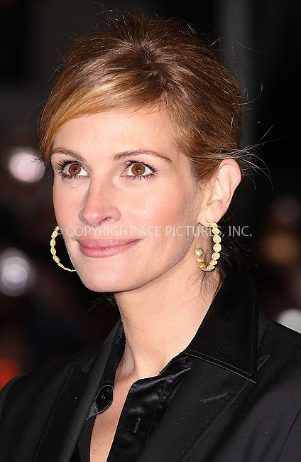 "Julia Roberts at the UK Premiere of ""Duplicity"" held at the Empire Leicester Square in London - 10 March 2009 ..FAMOUS PICTURES AND FEATURES AGENCY 13 HARWOOD ROAD LONDON SW6 4QP UNITED KINGDOM tel +44 (0) 20 7731 9333 fax +44 (0) 20 7731 9330 e-mail info@famous.uk.com www.famous.uk.com .FAM25439"