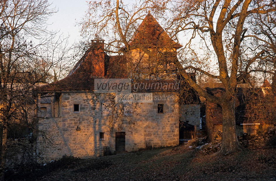 Europe/France/Midi-Pyrénées/46/Lot/Parc Naturel Régional des Causses du Quercy/Causse de Livernon/Livernon: Ferme quercynoise dans la lumière du soir