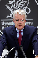 Pictured: First Minister for Wales, Carwyn Jones speaks to the media. Thursday 09 November 2017<br />