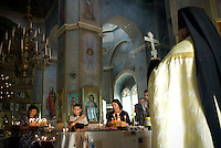 REPUBLIC OF MOLDOVA, Gagauzia, Comrat, 2009/06/27..In the main church in Comrat on Lenin Street, the Orthodox priest gives last rites at a funeral. The Gagauz are attached to the Bulgarian Orthodox Church autocephalous..© Bruno Cogez / Est&Ost Photography..REPUBLIQUE MOLDAVE, Gagaouzie, Comrat, 27/06/2009..Dans l'eglise principale de Comrat rue Lenine, le pope orthodoxe rend les derniers sacrements lors d'une ceremonie funeraire. Les Gagaouzes sont rattaches a l'Eglise autocephale orthodoxe bulgare..© Bruno Cogez / Est&Ost Photography.
