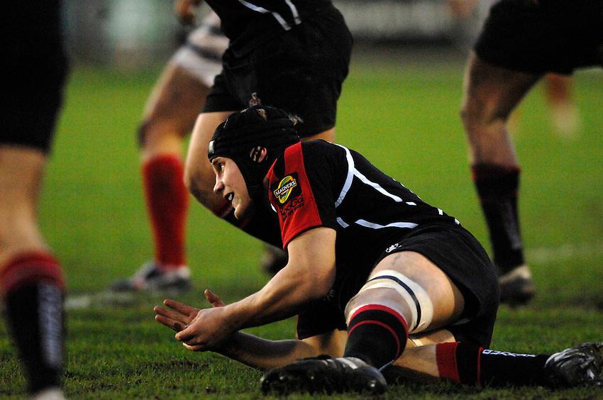 Photo: Richard Lane..Gloucester Rugby v Edinburgh Rugby. Heineken Cup. 09/12/2006. .Edinburgh's Simon Taylor has a dislocated finger.