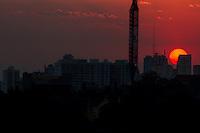 SÃO PAULO - 22-07-2014 - Por do sol na região da Avenida Paulista na tarde desta terça feira (22). Foto: Jardiel Carvalho/Brazil Photo Press