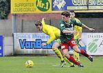 2015-10-18 / voetbal / seizoen 2015-2016 / Witgoor Dessel - Houtvenne / Glenn Van Asten (r) (Houtvenne) in duel met Mathias Cauwenberghs (l) (Witgoor Dessel)