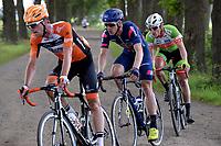 PEEST - Wielersport, Slag om Norg 02-07-2017,  achtervolgers op Veldweg in Peest met op kop Elmar Reinders daarachter Marten Kooistra en Rene Hoogheimster