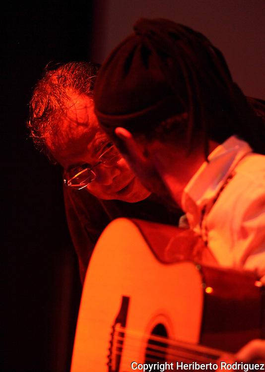 Mexican jazz musician Alex Otaola talks with artist Jazzamoart during a jazz session along with singer Iraida Noriega at Mexico City's Fundacion Sebastian's auditorium, March 25, 2011. Photo by Heriberto Rodriguez