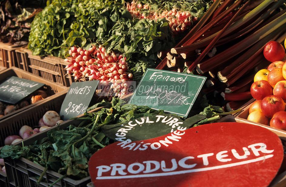 Europe/France/Nord-Pas-de-Calais/59/Nord/Lille: Détail de l'étal d'un producteur faisant de l'agriculture raisonnée sur le marché