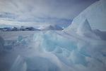 Iceberg bloqué par la banquise