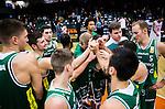 S&ouml;dert&auml;lje 2014-10-11 Basket Basketligan S&ouml;dert&auml;lje Kings - Ume&aring; BSKT :  <br /> S&ouml;dert&auml;lje Kings Darko Jukic , Toni Bizaca , Vincent Simpson , Uros Zadnik och Jesper Andersson med lagkamrater jublar i en ring efter matchen och segern &ouml;ver Ume&aring; BSKT <br /> (Foto: Kenta J&ouml;nsson) Nyckelord:  S&ouml;dert&auml;lje Kings SBBK Basket Basketligan T&auml;ljehallen Ume&aring; BSKT jubel gl&auml;dje lycka glad happy
